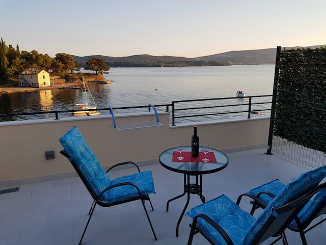 Apartment 3-with great view 10 meters from sea