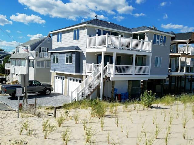 Ocean Front, 90th St, 5 bdrm 3.5 bath - Long Beach Township