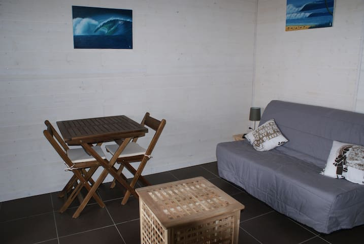 """Coin salon avec canapé-lit """"B-Z"""""""