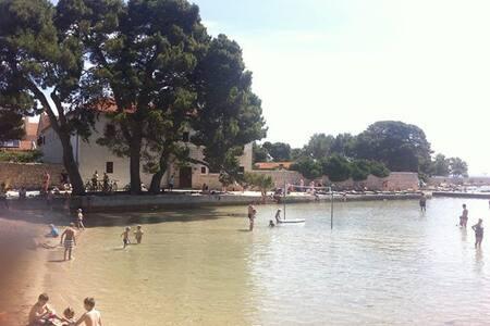 At beach, family friendly, sea view,for  5+2 ! - Ugljan