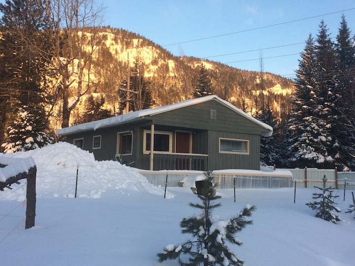 Chalet at Base of Schweitzer, Pets OK