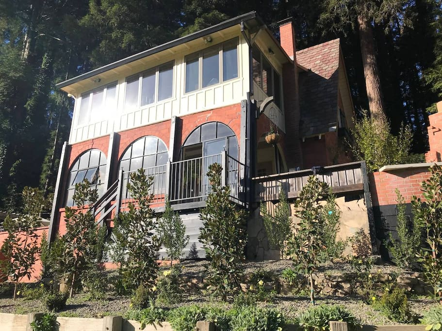 Rear of home faces 3/4 acre of riverfront, park-like Grounds