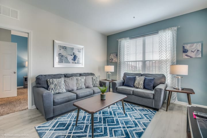 Stunning 4th floor condo next to clubhouse!