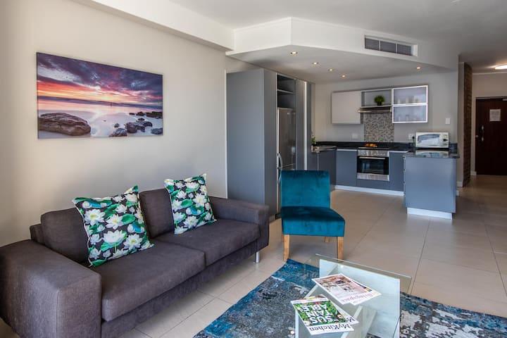 Spacious Elegance @ 512 Rockwell Luxury Suites