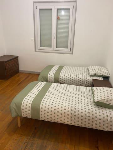 Chambre avec 2 lits une place