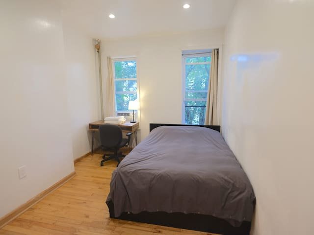 nice room in bedstuy I