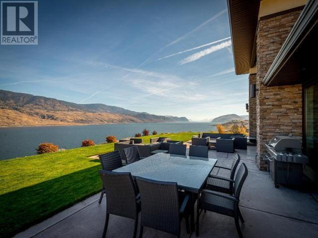 Luxury Lakefront House for August 2020
