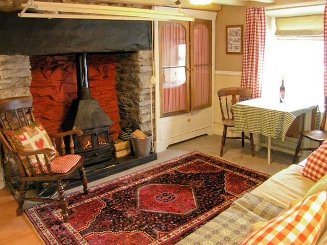 TY KATE, character holiday cottage in Tanygrisiau, Ref 12182