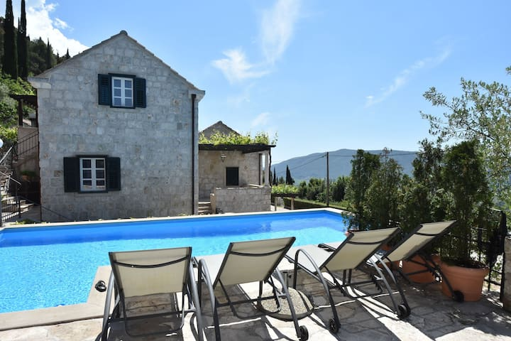 Authentic holiday home with private pool, restaurant on site and near Dubrovnik