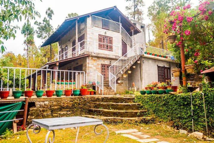 Quaint Family Room @ Frozen Woods - Pura Stays - Mukteshwar