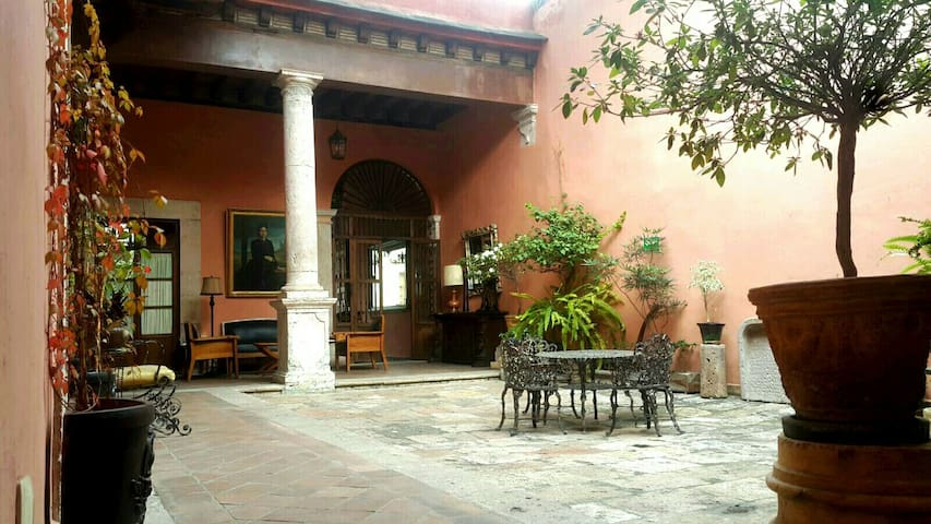 Casa eugenia bed and breakfasts for rent in morelia for Casa eugenia