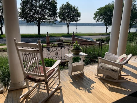 Riverfront King Suite in Mansion w/Free Parking