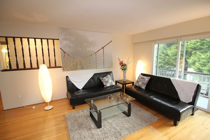 Clean Modern Central Location near Skytrain - Vancouver - House