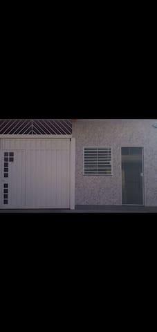 Casa pertinho da basílica nova com garagem