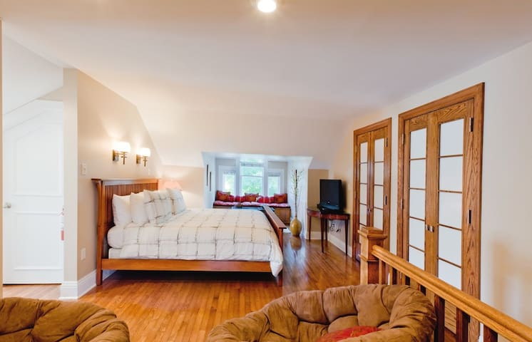 True Asheville B&B- Zen Retreat- Entire 3rd floor - Asheville - Bed & Breakfast