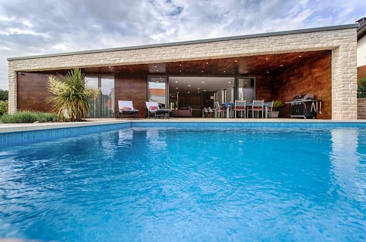 Sonnige Bungalow-Villa in Traum-Bucht von Korcula
