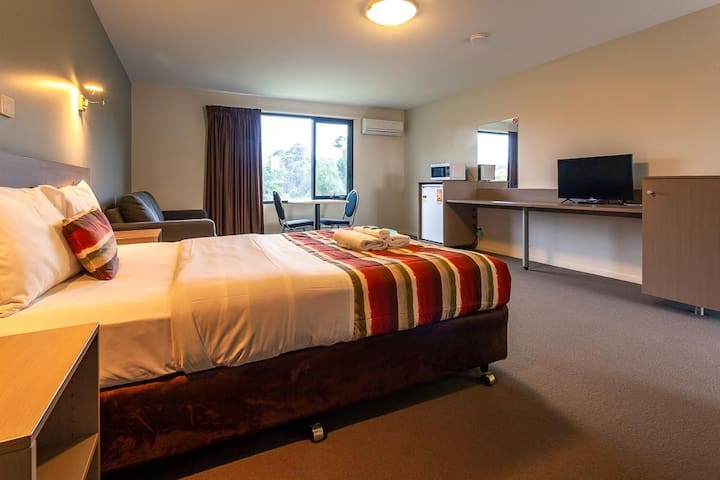 Queen Suite - 10 Mins from Hobart CBD