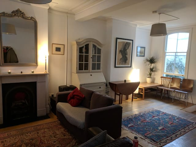 Spacious 2 bedroom house in Fulham