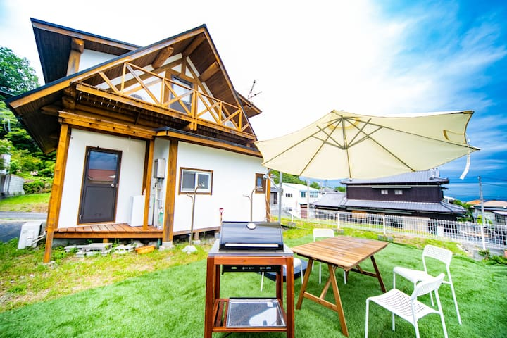 With free parking!  Awaji Seaside Log House Iwaya