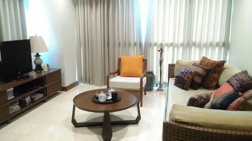 Cozy Apartment Overlooking Jakarta Skyline