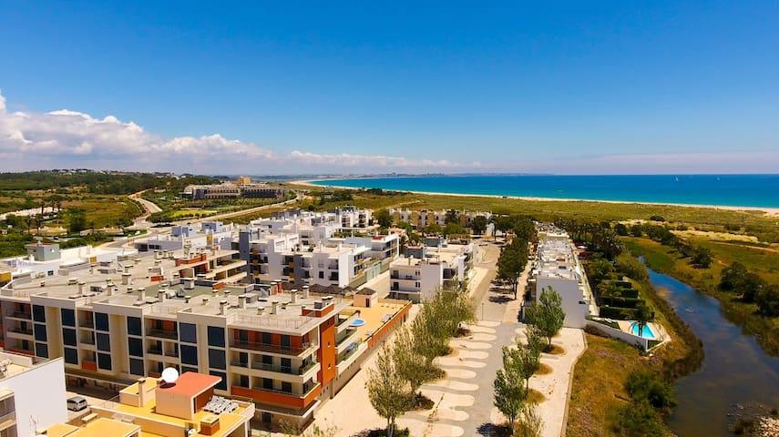 Lux 1 bed Apt w/Pool 5 min. walk to Beach & Marina