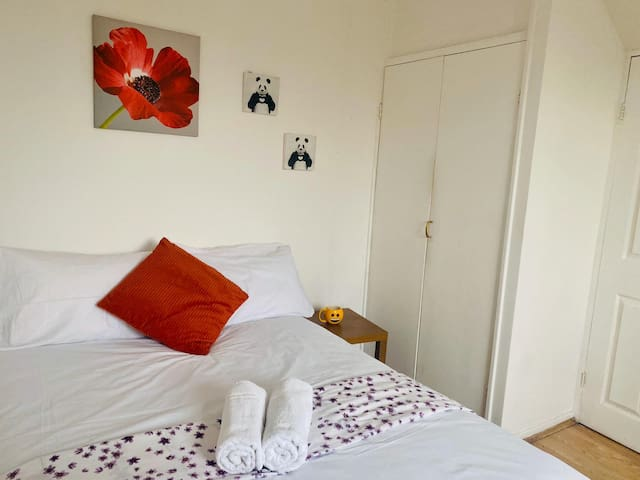 Nice Double room close to Tower Bridge