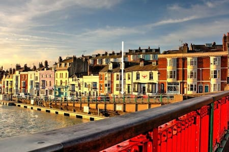 Your hideaway on Weymouth harbourside!