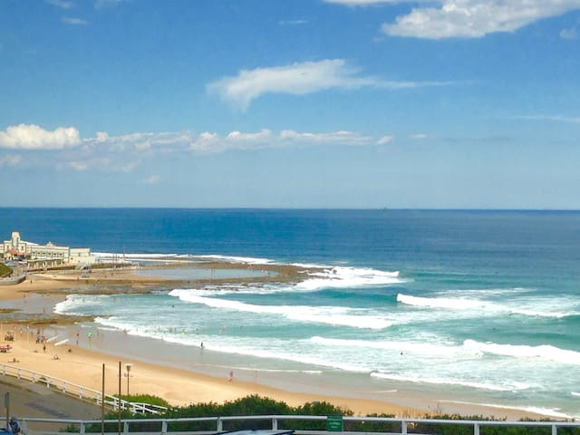 Stylish New Beach Front Apartment - Newcastle