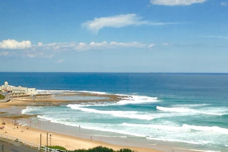 Stylish New Beach Front Apartment - Newcastle - Apartment
