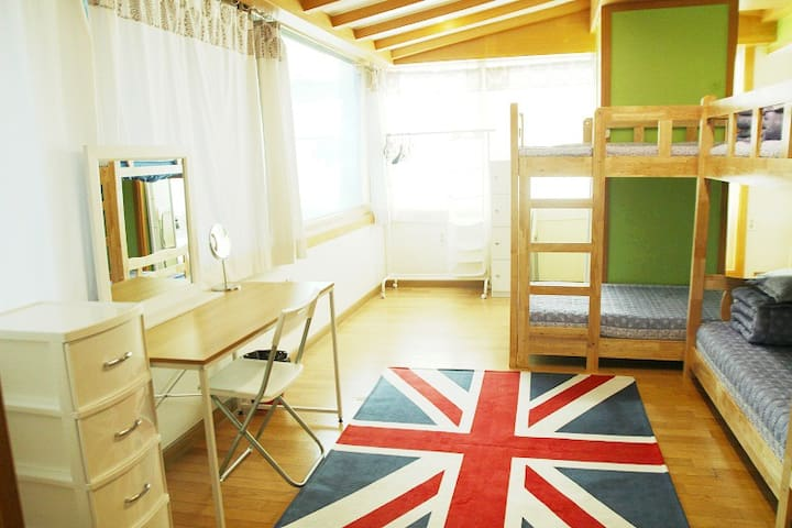 Studio room in Guest J House for four guests - 서울특별시 - บ้าน