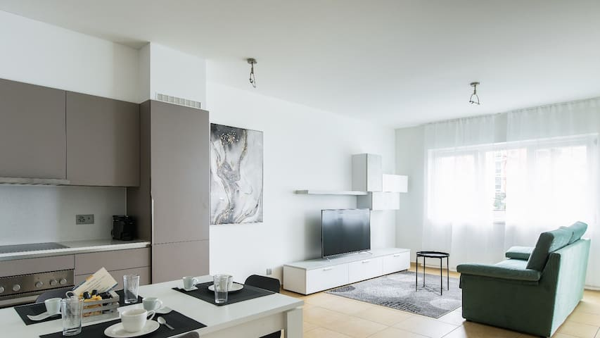 Three-room with balcony 2 mins from the lake (PRESTIGE 10)