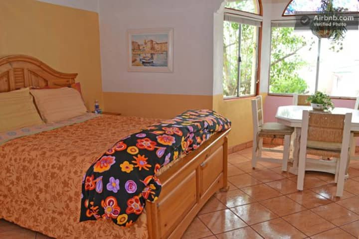 *NICE ROOM PLAYAS DE TIJUANA W/PRIVATE BATH-ROOM