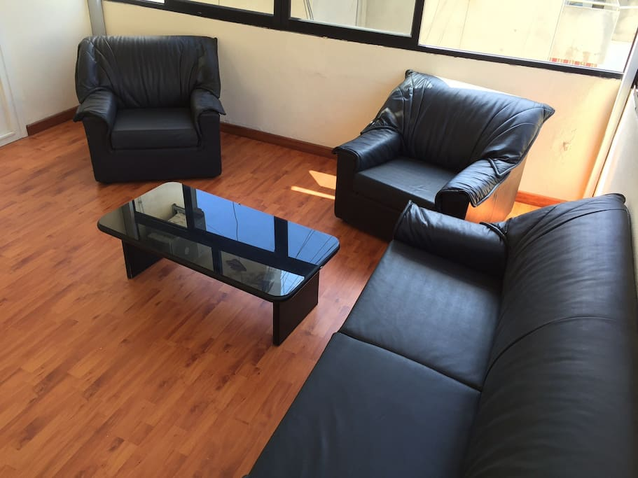 Sitting room , black leather very comfortable