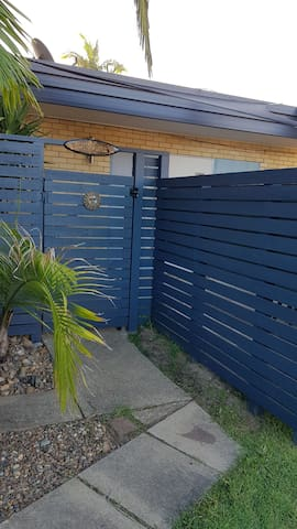 Self contained cosy 1 bdroom unit in  Paradise pt