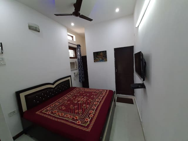 Second Home studio Appartment near Airport VVIP