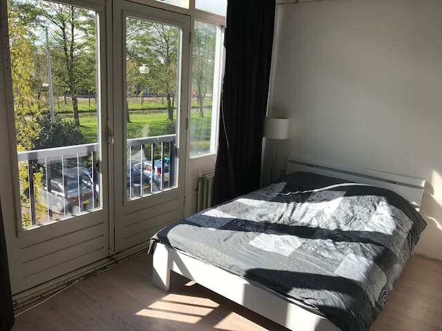 Wonderful room near metro&Center A2 - Amsterdam-Zuidoost - Pis