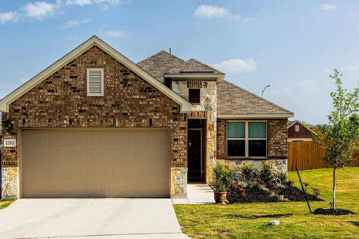BRAND NEW GORGEOUS peaceful home with TEXAS TREATS