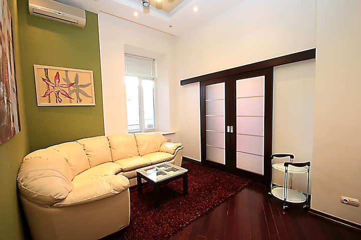 Quiet VIP apartment, 32 Bohdana Khmelnytskogo street