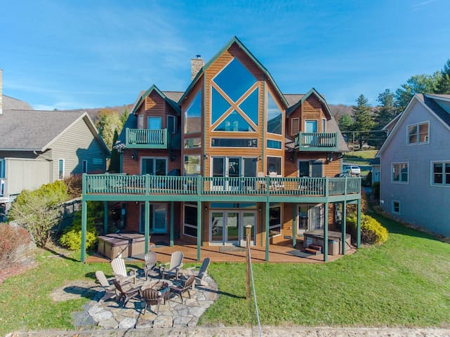 Lakefront home with private dock slip, 2 hot tubs, sauna and indoor pool!