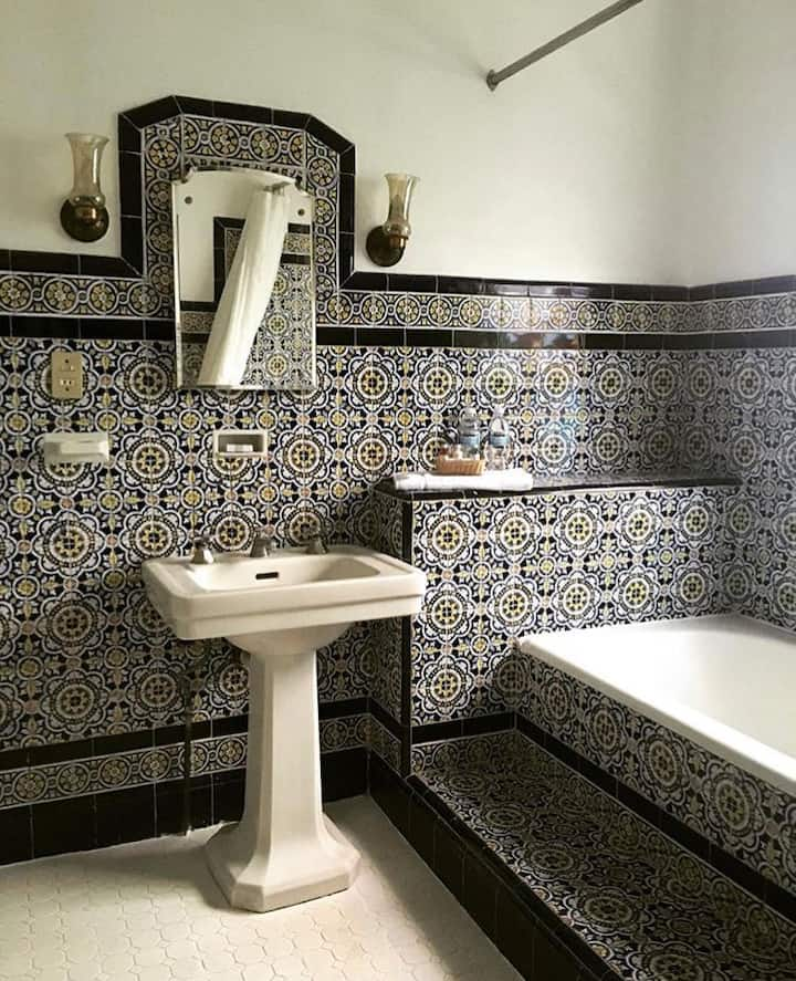 Nice Kings size room ( Puebla Room Condesa Haus )