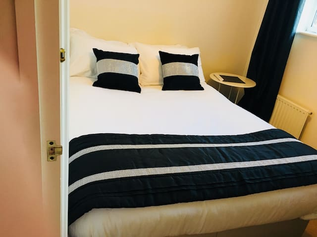 Cosy small double room. Free visitor car parking.