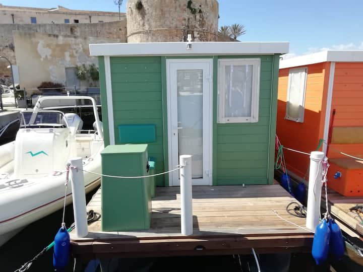 "Cozy house boat ""Alghero Verde"" with Wi-Fi, Veranda and Rooftop Terrace"