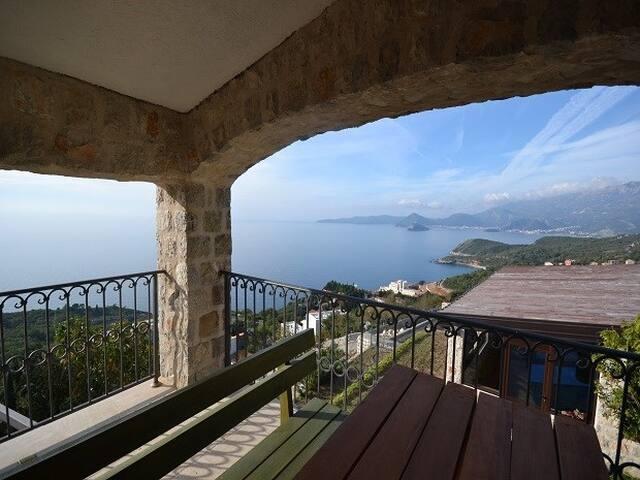 Villa Elite for 4 pax with shared pool & sea view - Katun Reževići - Villa