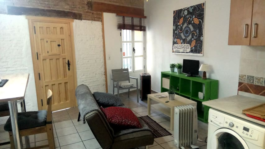 55€ apartment in the city center, old town, Carmen