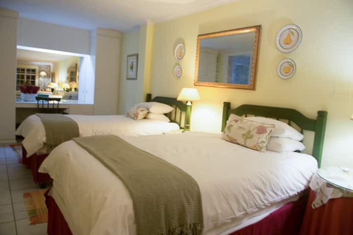 Quiet private suite, Rutland Guest House Craighall