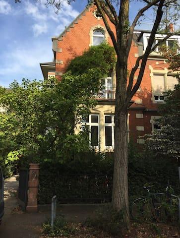 Zentrumsnahe Wohnung in Gründerzeitvilla
