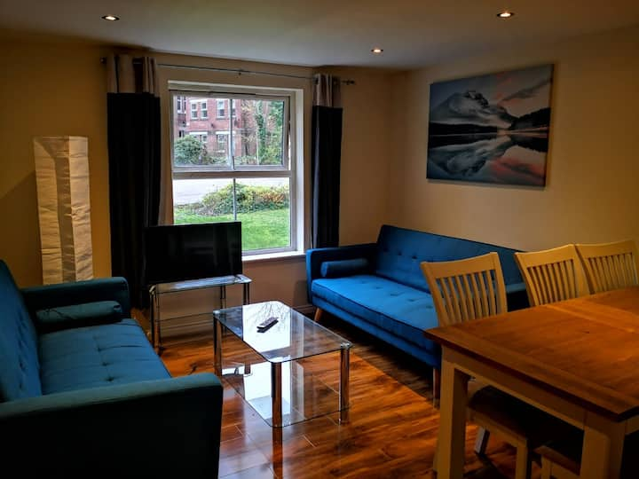 Spacious 2 bedrooms apartment close to centre.