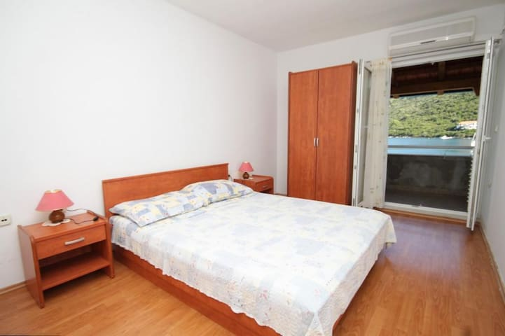 Studio flat with terrace and sea view Pasadur, Lastovo (AS-8392-a)