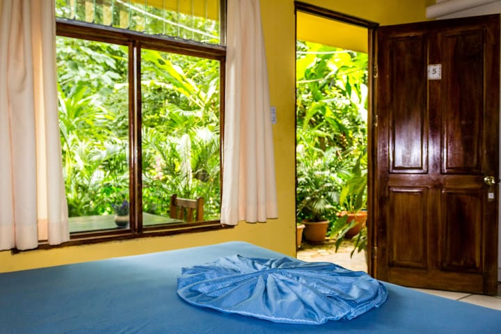 Private Room &H/W 100m to Montezuma Beach&Town VII