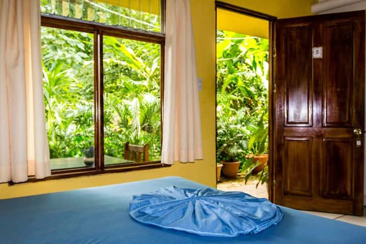 Private Room &H/W 100m to Montezuma Beach&Town VII